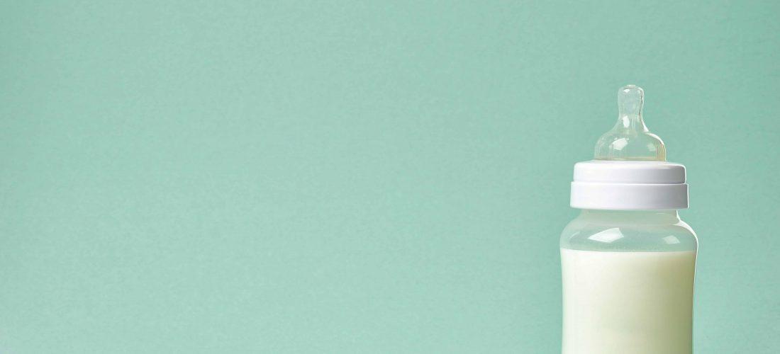 Sterilizzare il biberon: come e quando farlo
