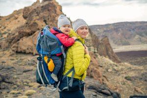 Read more about the article I migliori 5 zaini porta bimbo da trekking e montagna